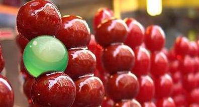 冰糖葫芦是年味的象征之一,古代时冰糖葫芦只有山楂味的吗